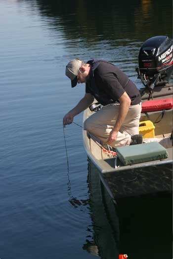 Citizen-scientists-provide-clarity-for-lake-researchers'-big-questions--