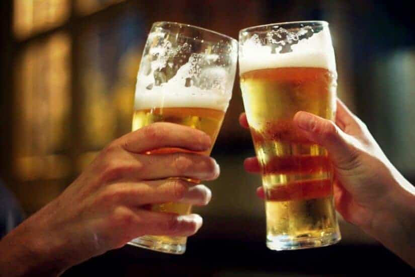 Alcohol use in young adults is associated with early ageing of blood vessels