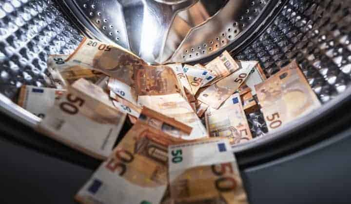 Study reveals impact of powerful CEOs and money laundering on bank performance