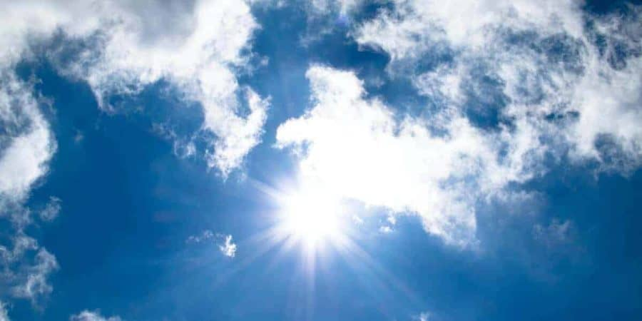 Can sunlight convert carbon emissions into useful materials?
