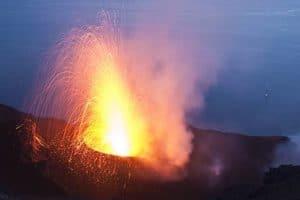 Analysing volcanoes to predict their awakening