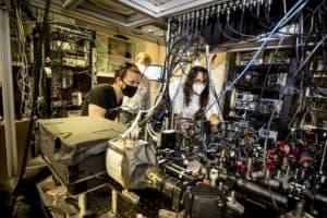Physicists create 256-qubit programmable quantum simulator